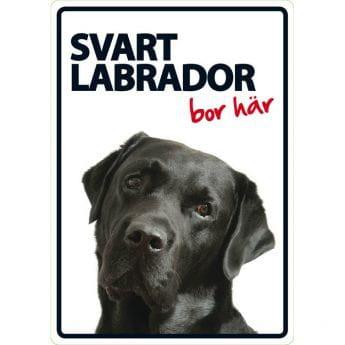 "Lemmikkikyltti ""Min svarta labrador bor här"""